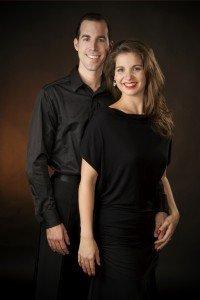 Vos professeurs Mathieu Casavant et Mélanie Martin, diplômés et membres reconnus de la Canadian DanseSport Federation (CDF)